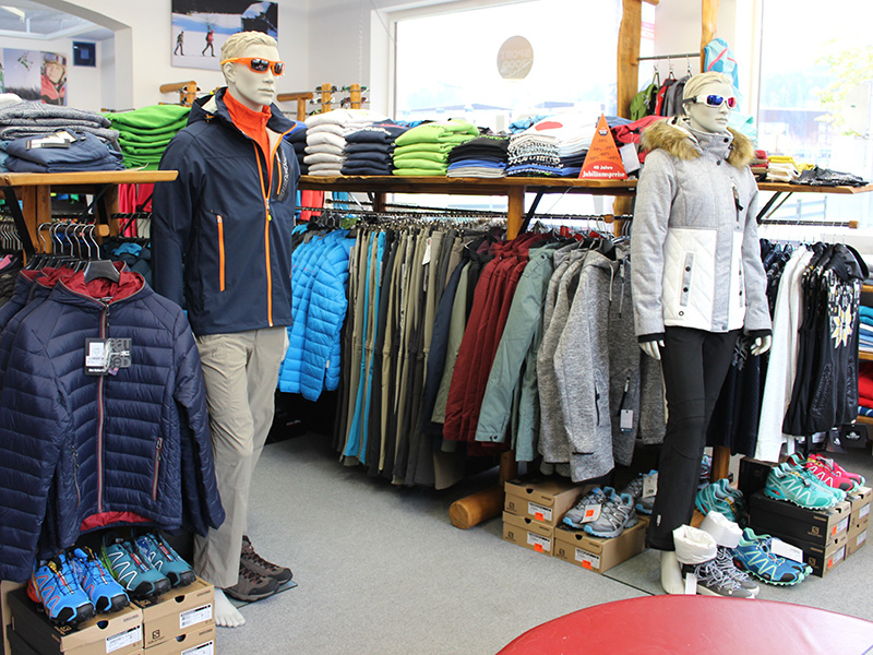 Ski wear, après-ski shoes, cross-country clothing, hiking clothes, swimwear...